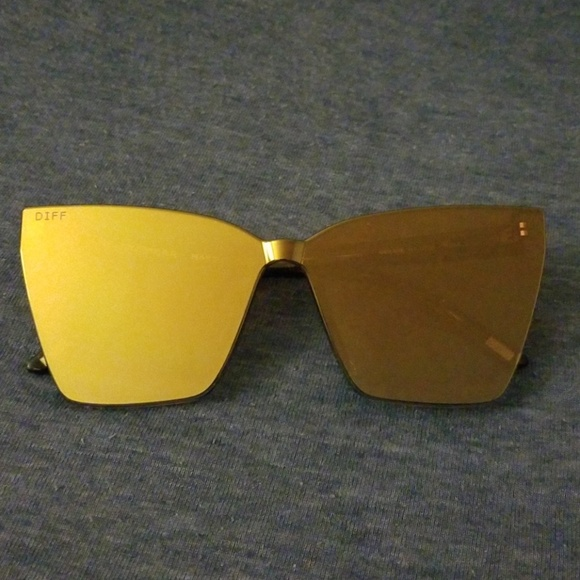 98fbd195287a4 Diff Eyewear Accessories - BN Diff Goldie tortoise Gold Flash lens  sunglasses